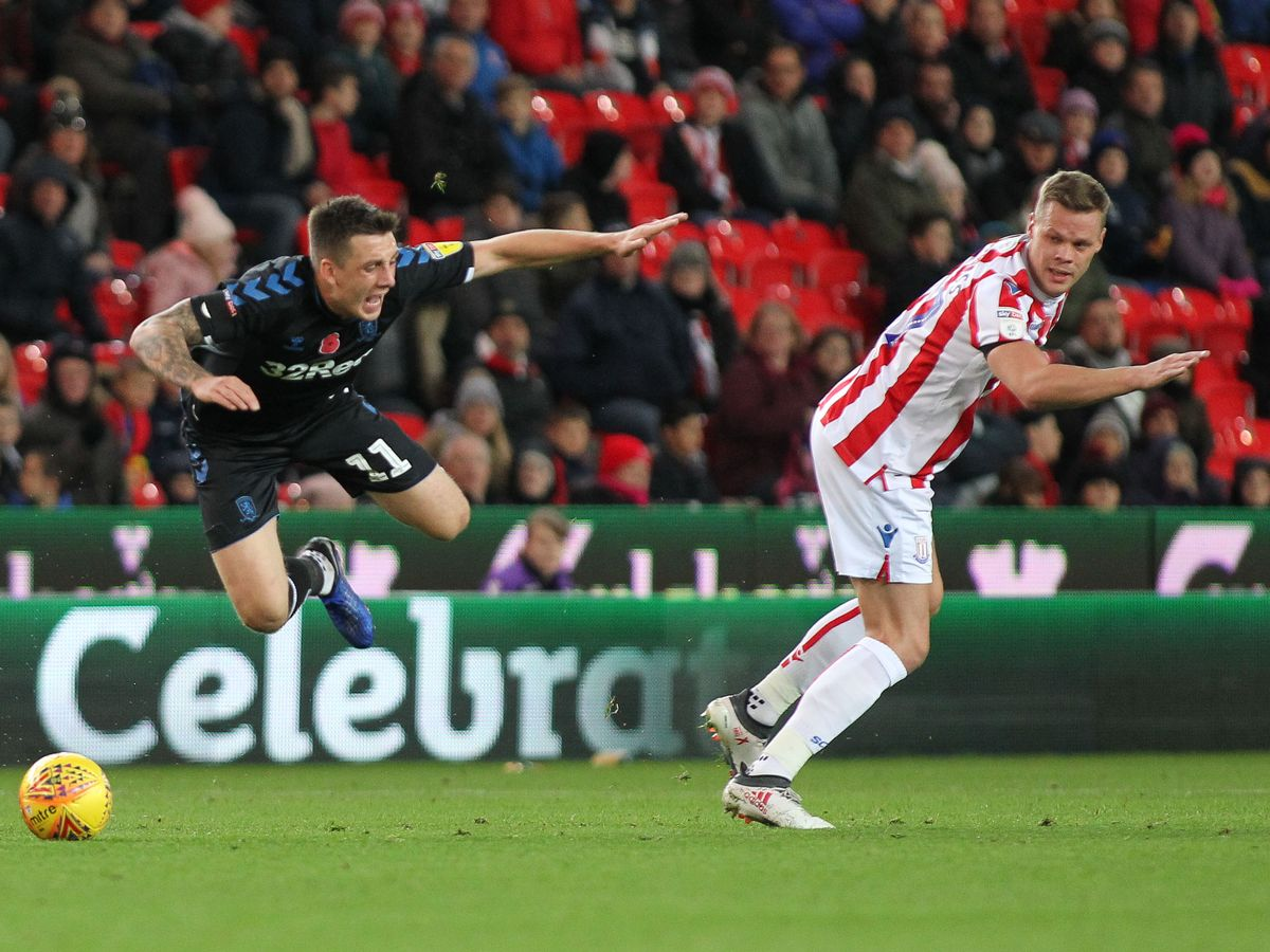 Tony Pulis Reveals What He Told Jordan Hugill After Stoke Dive